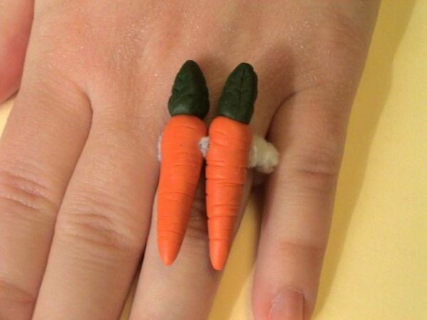 Ugly engagement ring-1437680052-feb-7-2012-600x450