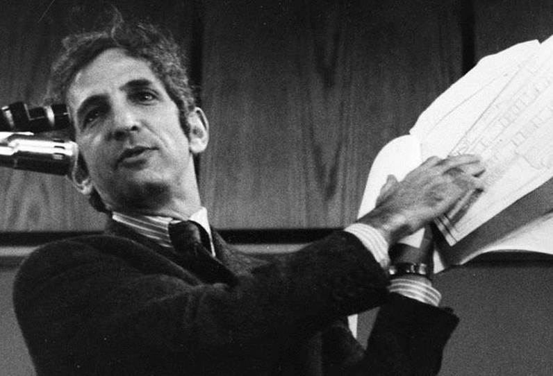 Daniel Ellsberg defends Edward Snowden