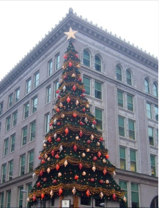 The Hornes Tree is still a Pittsburgh tradition even though Hornes is no longer there.